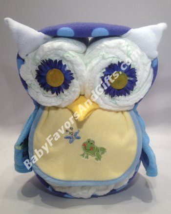 Give a hoot! This adorable Owl Diaper Cake would be a great DIY baby shower gift or centerpiece. All you need is diapers, washcloths or bibs! #diaperowl #DIYbabyshower #owlbabygifts