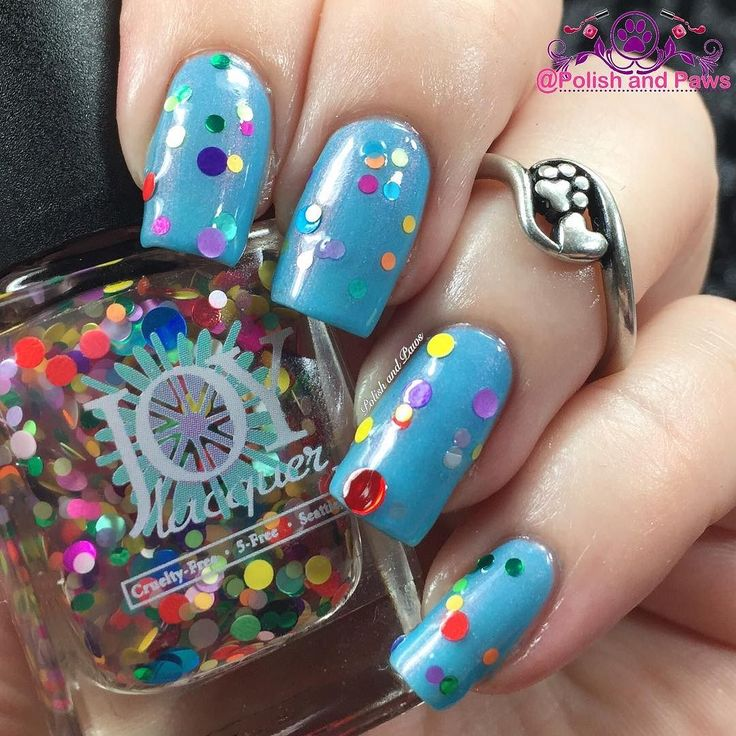 Don't forget the @joylacquer Emerald City Itinerary collection releases tonight at 9pm PST thats midnight for us East Coasters!  This circle glitter topper is called Gum Wall here I layered it over Alki Beach Staycation from the same collection. Set your phone alarms this is a phenomenal collection!  #joylacquer #emeraldcityitinerary #indieswatch