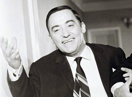 Νίκος Ρίζος (1924 – 1999): Κωμικός ηθοποιός, ένα από τα «ιερά τέρατα» του ελληνικού θεάτρου και κινηματογράφου.