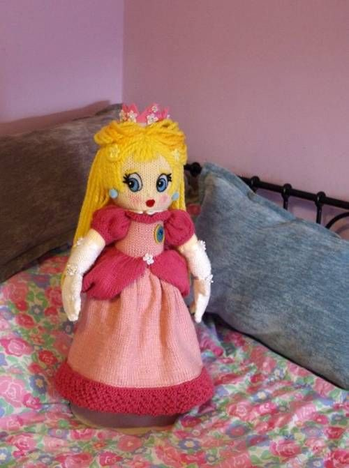 Princess Peach (from Super Mario Brothers game) KNITTED Doll - KNITTING