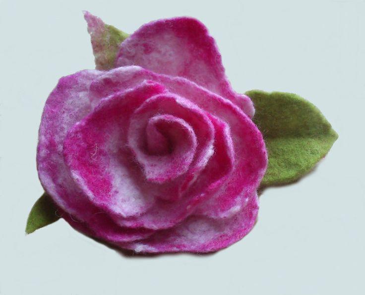 broszka filcowana róża  w hand made by justka na DaWanda.com