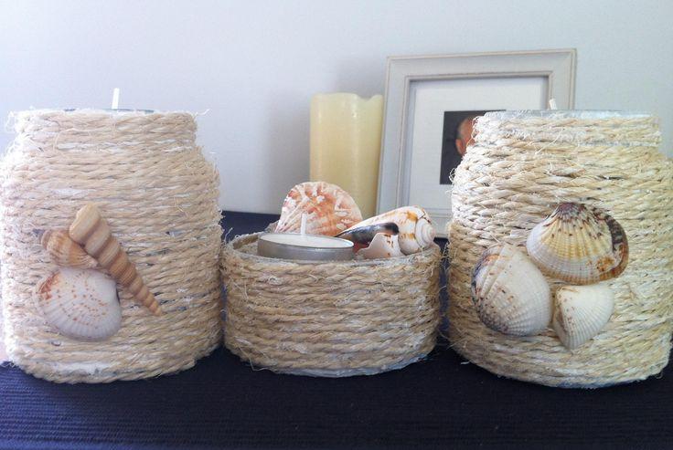 glazen potjes beplakken met koord en versieren met schelpen naar een idee van op deze site
