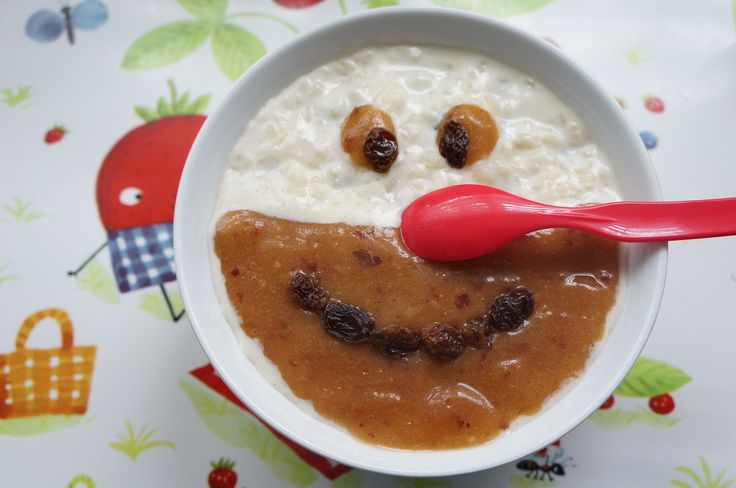 Milchreis ist – ähnlich wie Grießbrei – ein hervorragendes Abendessen für Kleinkinder, denn er macht schön satt und damit müde. Da hat das Sandmännchen gar nicht mehr viel zu tun. Schlaft durch und habt süße Träume, ihr Mäuse! 😉 Zubereitungszeit: 30 Minuten Aufwand: gering Besonderheiten: glutenfrei  Zutaten: 1/2 Tasse Milchreis (Rundkornreis) 2 Tassen Milch …