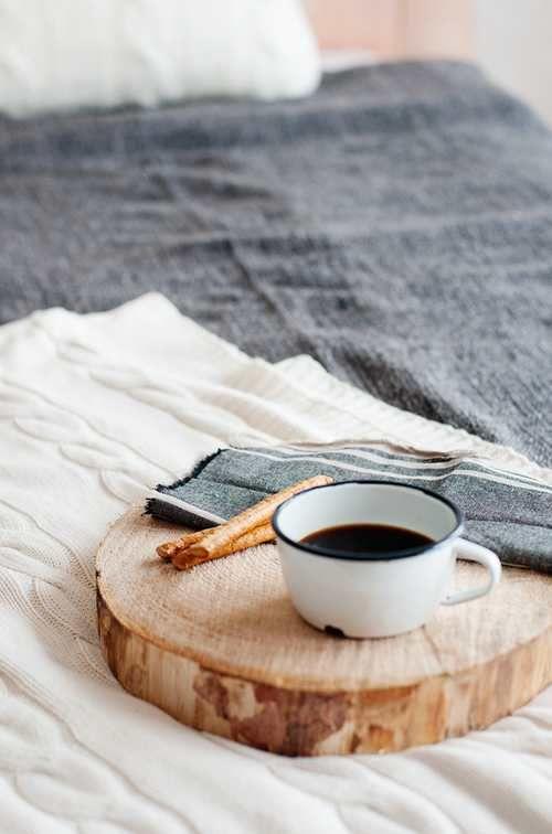 Idee per il fai da te!  10 #vassoi da realizzare per portare la #colazione in #camera.  http://www.greenme.it/abitare/eco-fai-da-te/14355-vassoi-colazione-fai-da-te-riciclo-creativo