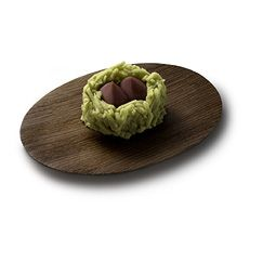 Sasaguri (young chestnut) - Nestled in a fresh green hull of minced white bean paste, rest two sweet japanese chestnuts made of kneaded red bean paste. Aki, the japanese autumn which starts in August, is here! [personnal translation]