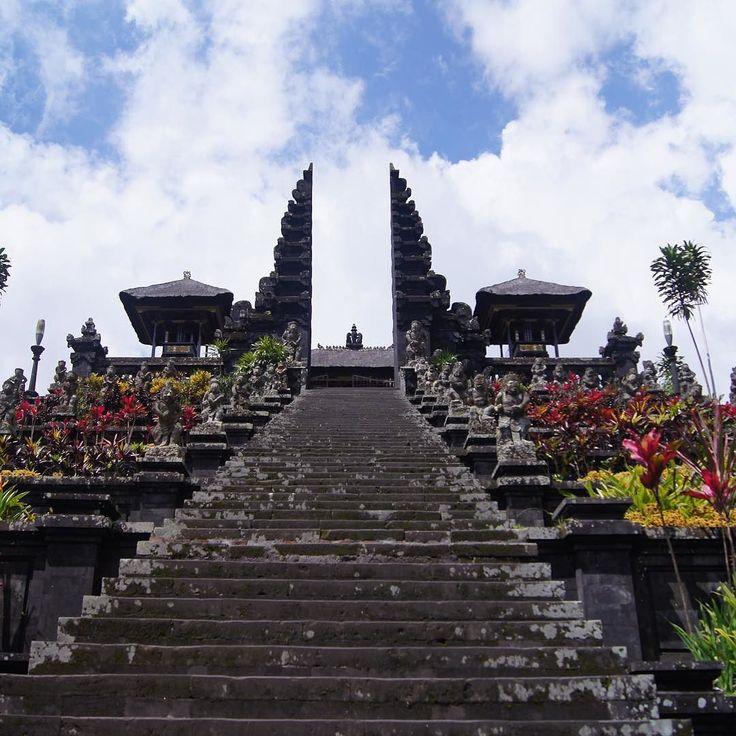 Czy warto pojechać na Bali? Sprawdź na blogu. Link w bio  #tweegram #photooftheday #igers #picoftheday #instadaily #instagood #bestoftheday #instacool #webstagram #blogger #travel #traveling #vacation #visiting #instatravel #instago #trip #holiday #tourism #tourist #instapassport #instatraveling #mytravelgram #travelgram #travelingram #igtravel #bali #baligasm #polishblogger #purabesakih travel traveling traveler holidays vacations