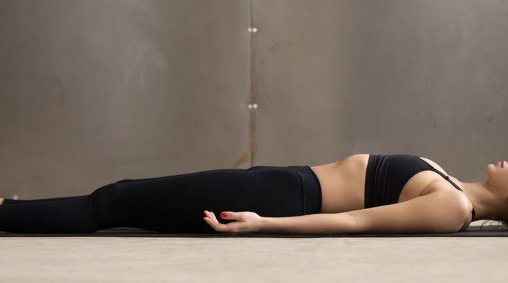 Yoga im Liegen: Die besten Übungen