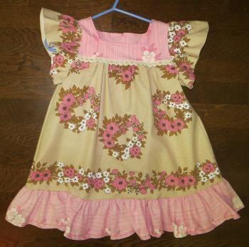 Kierrätyskankainen mekko