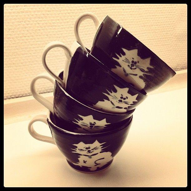 Cat cups stacked...  Photo by waaktaargamst • Instagram