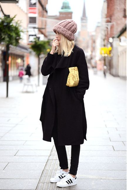 All black. Black skinny jeans, black oversized coat, black & white adidas  sneakers and mauve beanie.