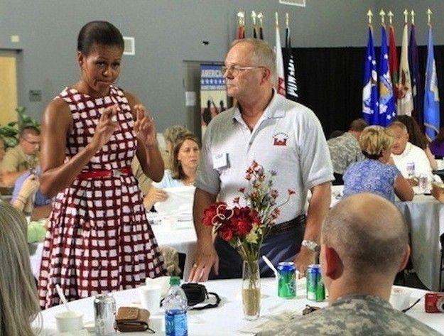 Guerra de estilos entre Michelle Obama y Kate Middleton: fotos de los looks