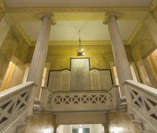 Small Discoveries #90 Σήμερα περιηγούμαστε στην έδρα του αρχαιότερου πολιτιστικού συλλόγου της Αθήνας, του Φιλολογικού Συλλόγου «Παρνασσός», που από την ίδρυσή του διαδραμάτισε σημαντικότατο ρόλο στην πνευματική ζωή της χώρας.(http://gynaikaeveryday.gr/?page=calendar&day=2016-05-19)