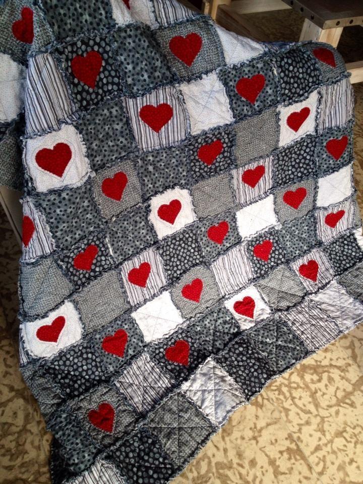Patchwork colcha corazones en negros y grises. Heart Quilt.