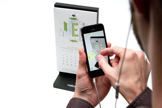 La agencia de comunicación Calcco ha creado una nueva forma de contar el tiempo con un calendario tipográfico e interactivo para 2015.  Cada mes del año esconde una historia de realidad aumentada que podrás descubrir con un dispositivo smartphone o tablet apuntando directamente a la versión en papel del calendario e interactuando con los dedos sobre algunas de las imágenes.