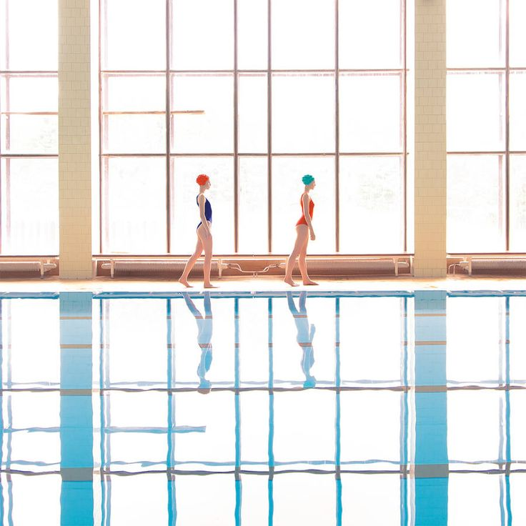 Conceptual Pictures of a Day at the Swimming Pool – Fubiz Media