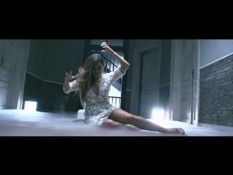 Αποστολία Ζώη - Άλλη Σαν Εμένα | Apostolia Zoi - Alli San Emena (Official Music Video HQ) - YouTube