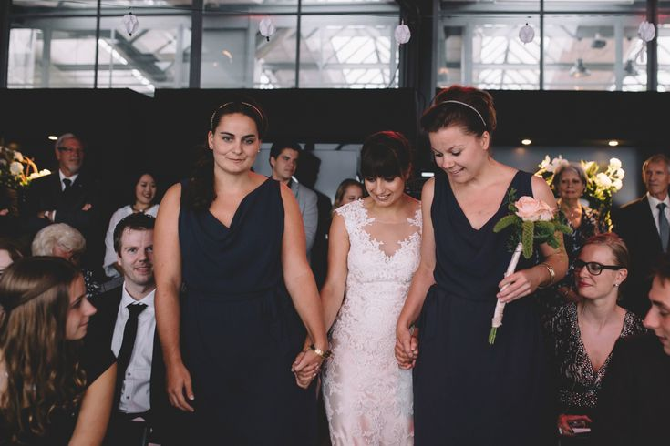 In deze blog vind je een aantal voorbeelden van hoe jullie de dagindeling van je bruiloft kunnen doen >> https://www.girlsofhonour.nl/bruiloft-dagindeling-hoe-maak-goede-planning/