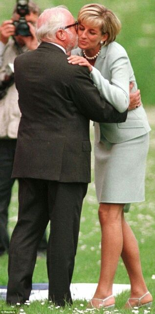 Diana, Princess of Wales, and Sir Richard Attenborough, Leicester University, May 27, 1997