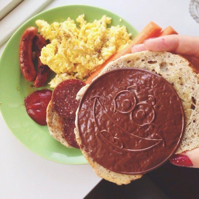 "CAROLINE THORSFELT (@carolinethorsfelt) ""Min morgenmad er glad for at se mig ❤️.."" brunch frulle frukost påläggschoklad pålægschokolade æg pølser sojakorv prinskorv äggröra MyRecipe pålæg chokolade pålägg choklad"