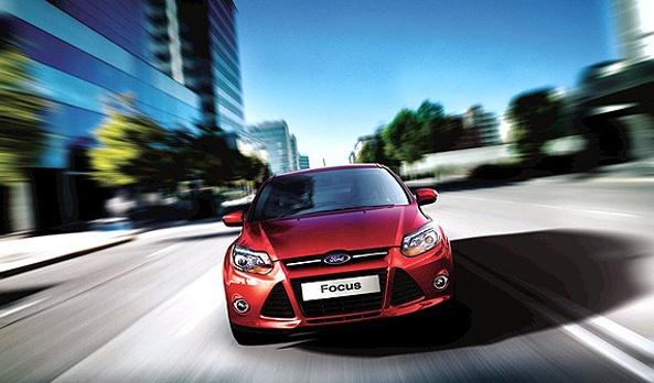 Focus 2013 te ofrece un manejo intuitivo e inteligente con un poderoso motor de 2.0L con 4 cilindros y 160 HP @ 6,500 RPM, suspensión deportiva delantera McPherson y suspensión trasera independiente Multilink. Su motor es Ti-VCT que permite abrir las válvulas de manera variable para mejorar el consumo de combustible. #Ford #Focus2013