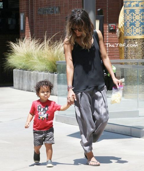 Halle Berry And Her Little Son Maceo - http://urbangyal.com/halle-berry-and-her-little-son-maceo/