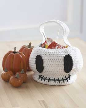 Lily® Sugar 'n Cream Skull Bag #halloween #craft #crochet #pattern