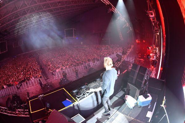幕張メッセ・東京公演にて圧巻のプレイでフロアをロックするDavid Guetta(デヴィッド・ゲッタ)