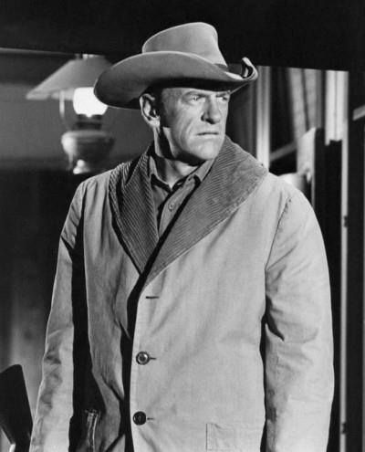 "james arness as marshal matt dillon on ""gunsmoke"""