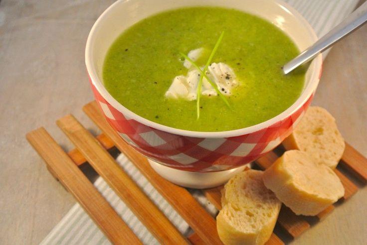 Zin in een lekker en simpel recept dat binnen niet al te lange tijd op tafel staat. Probeer dan eens deze broccolisoep: lekker, simpel, snel en gezond!