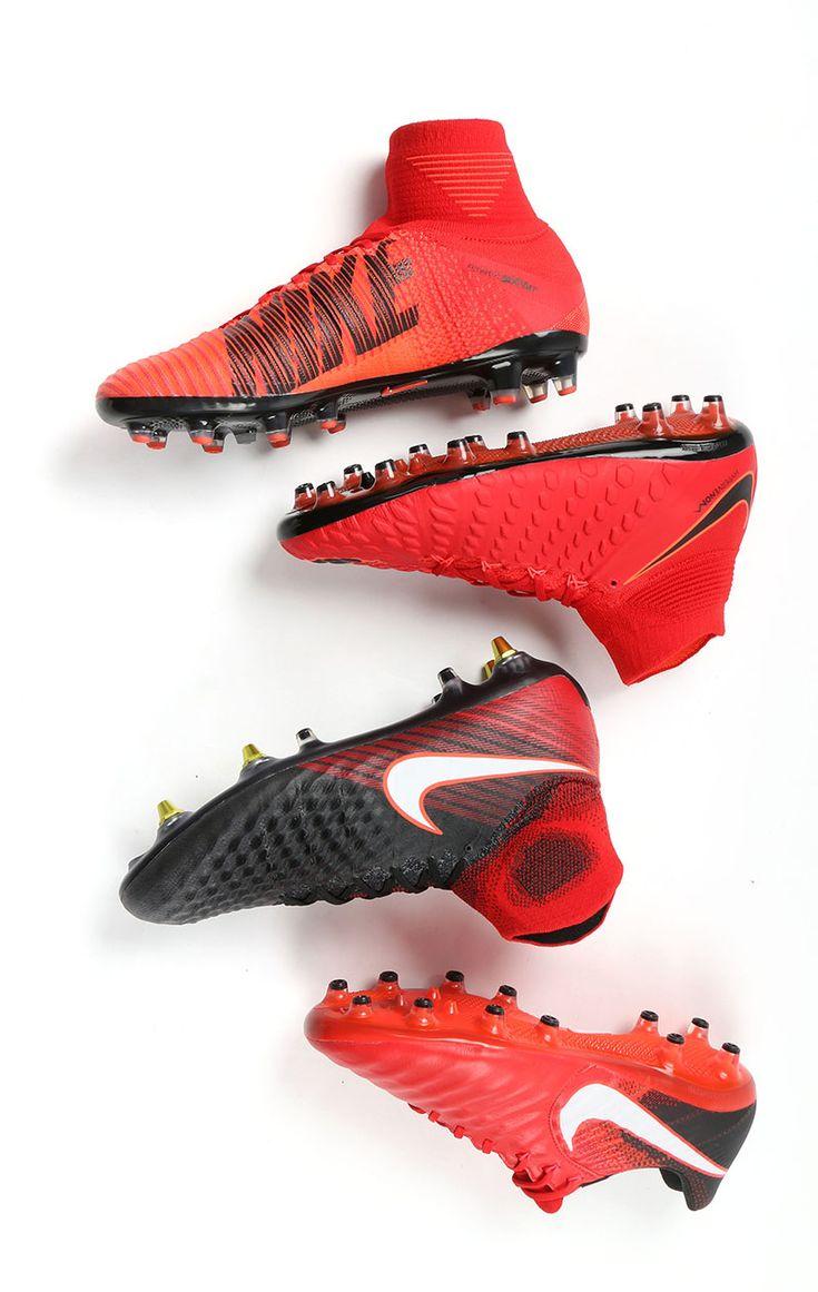 Botas de fútbol con tacos Nike Play Fire. Fotografía: Marcela Sansalvador para futbolmania.com