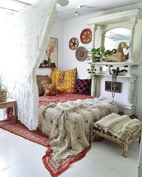 Boho bedroom style #home #homedecor #myhome - LOVE THIS GORGEOUS & CHARACTERFUL BEDROOM, FILLED WITH BEAUTIFUL ITEMS (memories?) LUSCIOUS BEDDING & FABULOUS COLOUR MIX! ⚜