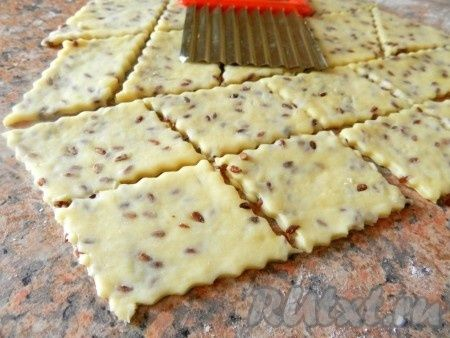 Домашнее печенье (крекер) с семенами льна.