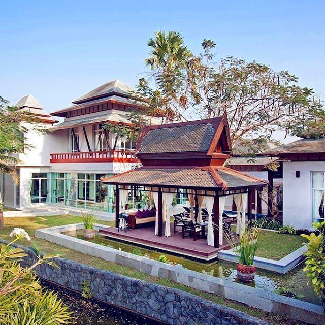 【upstayofficial】さんのInstagramをピンしています。 《Located near the Siam Country Club Golf Club.  Luxury villa for 11 guests.  ゴルフクラブの近くに位置するアジア風ヴィラ。ヴィラの詳細はこちらのリンクから👉@upstayofficial #UPSTAY#アップステイ》