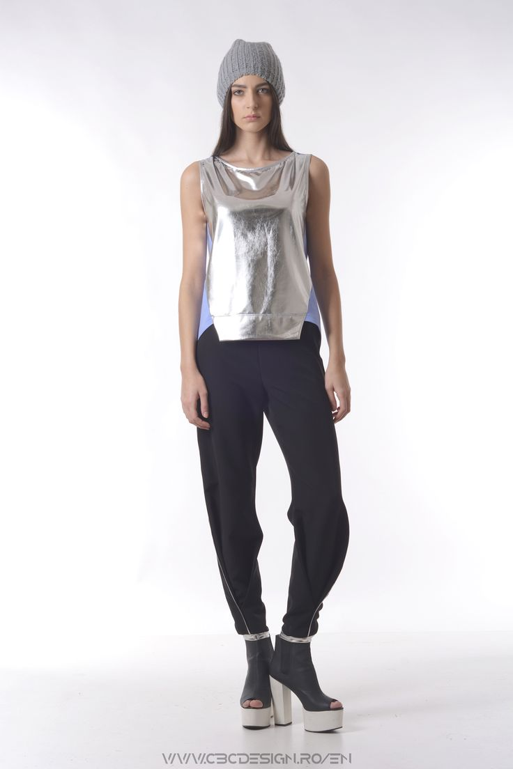 The MERCURY Top has a very special feature to it: it feels like liquid metal and it looks like a mirror. This definitely makes a statement in a modern, contemporary way. It has a thin cotton jersey back and a symmetrical cut on the front.