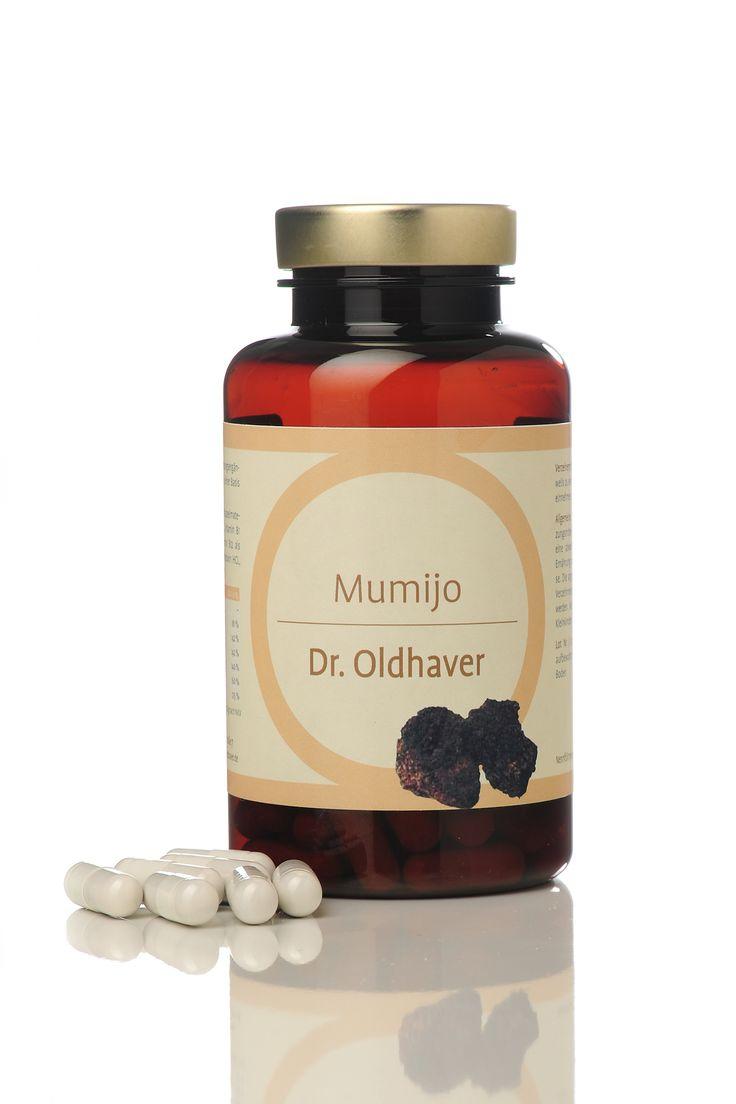 Mumijo (oder Shilajit) ist eine sehr alte, bis heute noch rätselhafte Substanz rein natürlicher Herkunft, die in der zentralasiatischen Volkskunde seit Jahrtausenden als Stärkungsmittel verwendet wird. Mumijo ist fester Bestandteil des Ayurveda. Dr. Oldhavers Mumijo Kapseln sind von hoher Qualität.