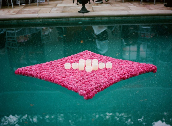 Floatings Flowers to add style to your swimming pool #flowershop