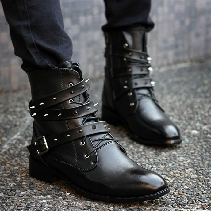 En http://www.spektrodesign.com/zapato-botin-negro-puntas.html