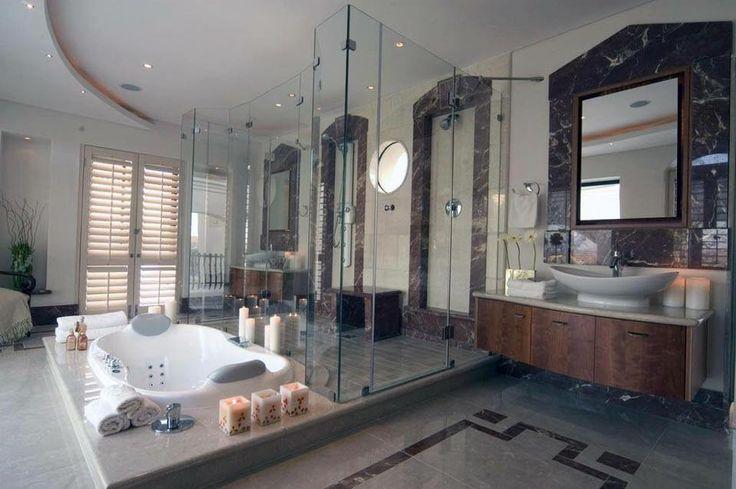 Sovereign Island job - Luxurfy home with bandeau and bathroom