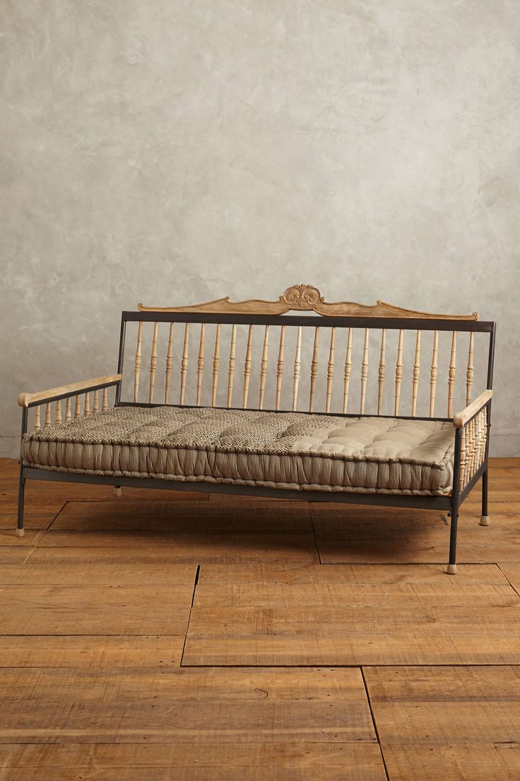 Handcarved valpo twin daybed for Best twin mattress for daybed