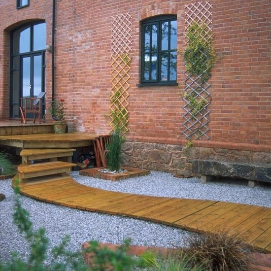 Decked garden footpath on gravel