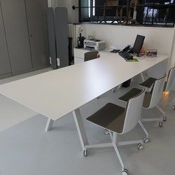 arki vergadertafel of bureau #actie #korting #showroom #burovorm #pedrali www.burovorm.be