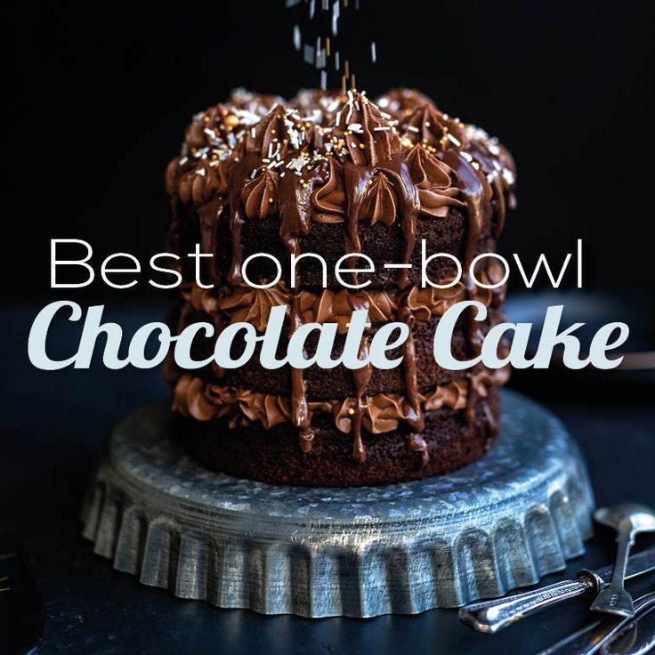 Auf der Suche nach einem einfachen Schokoladenkuchen mit einer Schüssel? Dies ist mein Lieblingsrezept, reichhaltig, deli …