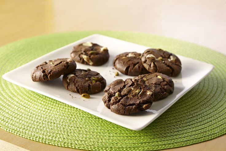 Triple Chocolate Pistachio Mint Cookies: Classic pairing of chocolate ...
