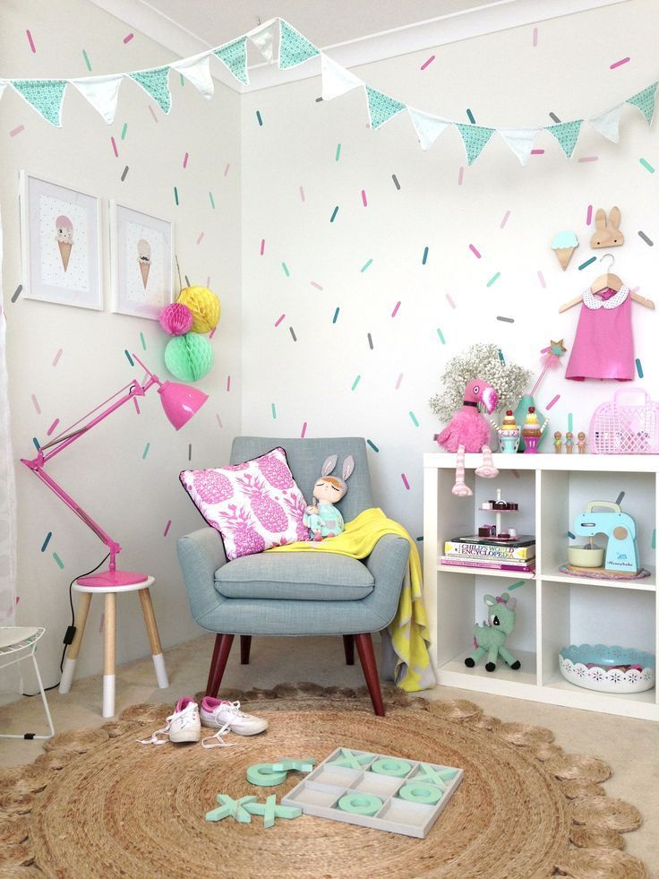 handy suggestions and tips on how to decals to a child's bedroom or interior space with ease. Find out how to create a well aligned pattern. Kids bedrooms | children's rooms | little ones | nursery