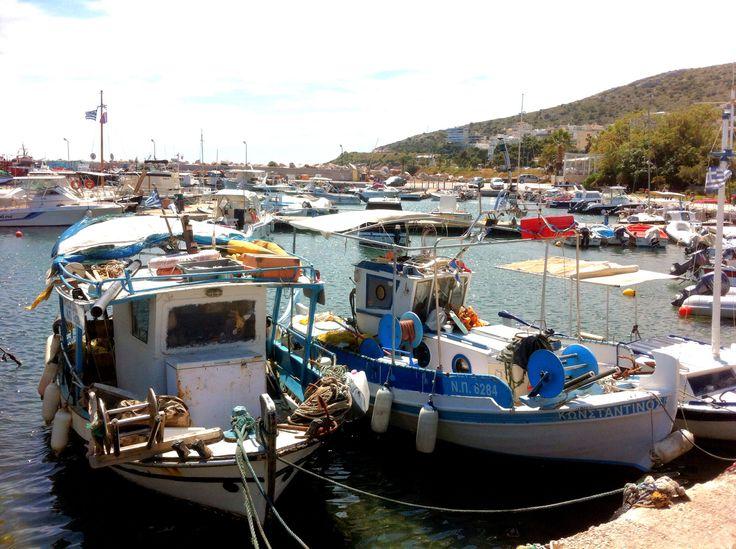 Der Hafen von Varkiza (südlich von Athen) am Karsamstag bei frühsommerlichem Wetter / in the Port of Varkiza (south of Athens, Greece) on Easter Saturday / το λιμάνι της Βάρκιζας το Μεγαλο Σάββατο