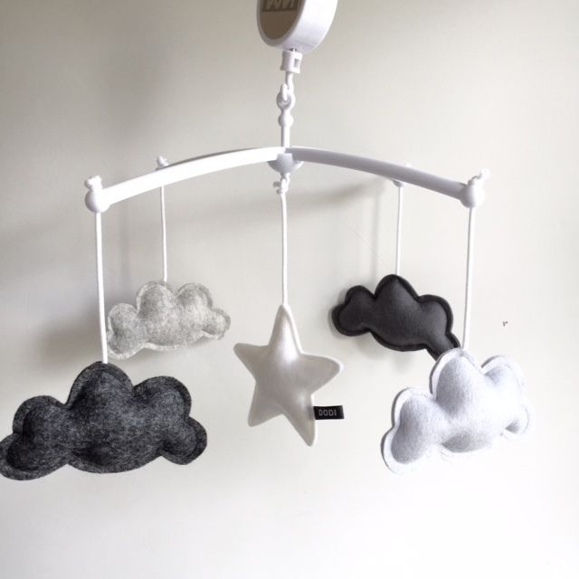 Wolken boxmobiel - 45,- www.dodiforkids.nl (J&M)