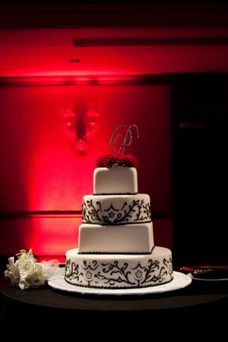 """40's glam Old Hollywood Cake-for Sue's 70th Birthday ...add an """"s"""""""