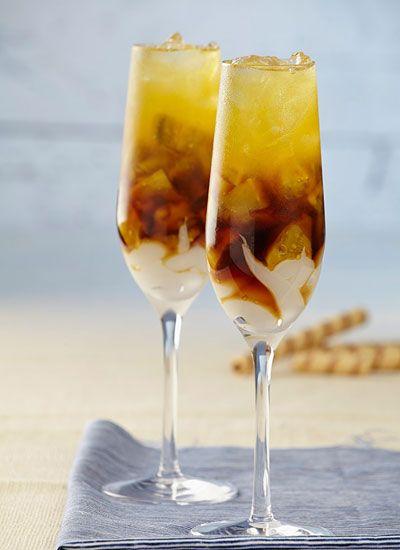 Café Tropical Prepare con amigos o en un relajante paseo esta bebida refrescante con sabores cítricos. Intente elegir un café que se destaque por su suavidad para que las notas del lulo resalten.