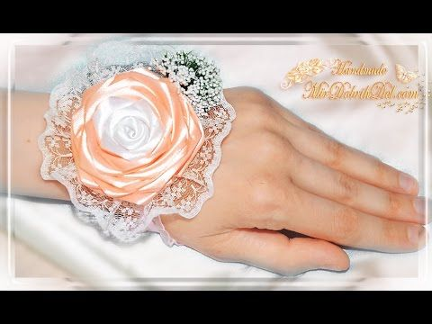 БРАСЛЕТ ДЛЯ ПОДРУЖКИ НЕВЕСТЫ | Бутоньерка с розой канзаши на руку - YouTube