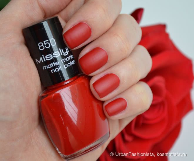 Бархатные лепестки роз на ногтях с лаком Misslyn Matte Mania Nail Polish в оттенке #850 My Matte Red